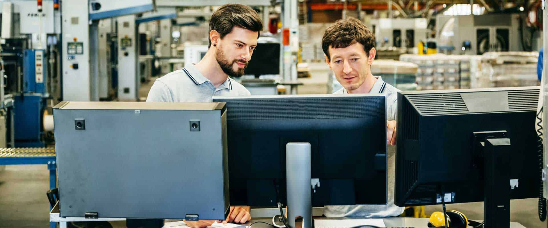 Commercial vs. Industrial Software Engineering: Differences & Key Tips Image